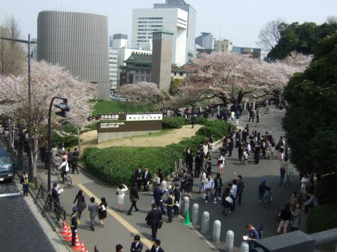 Meiji_University_entrance_exam_April_2007.jpeg